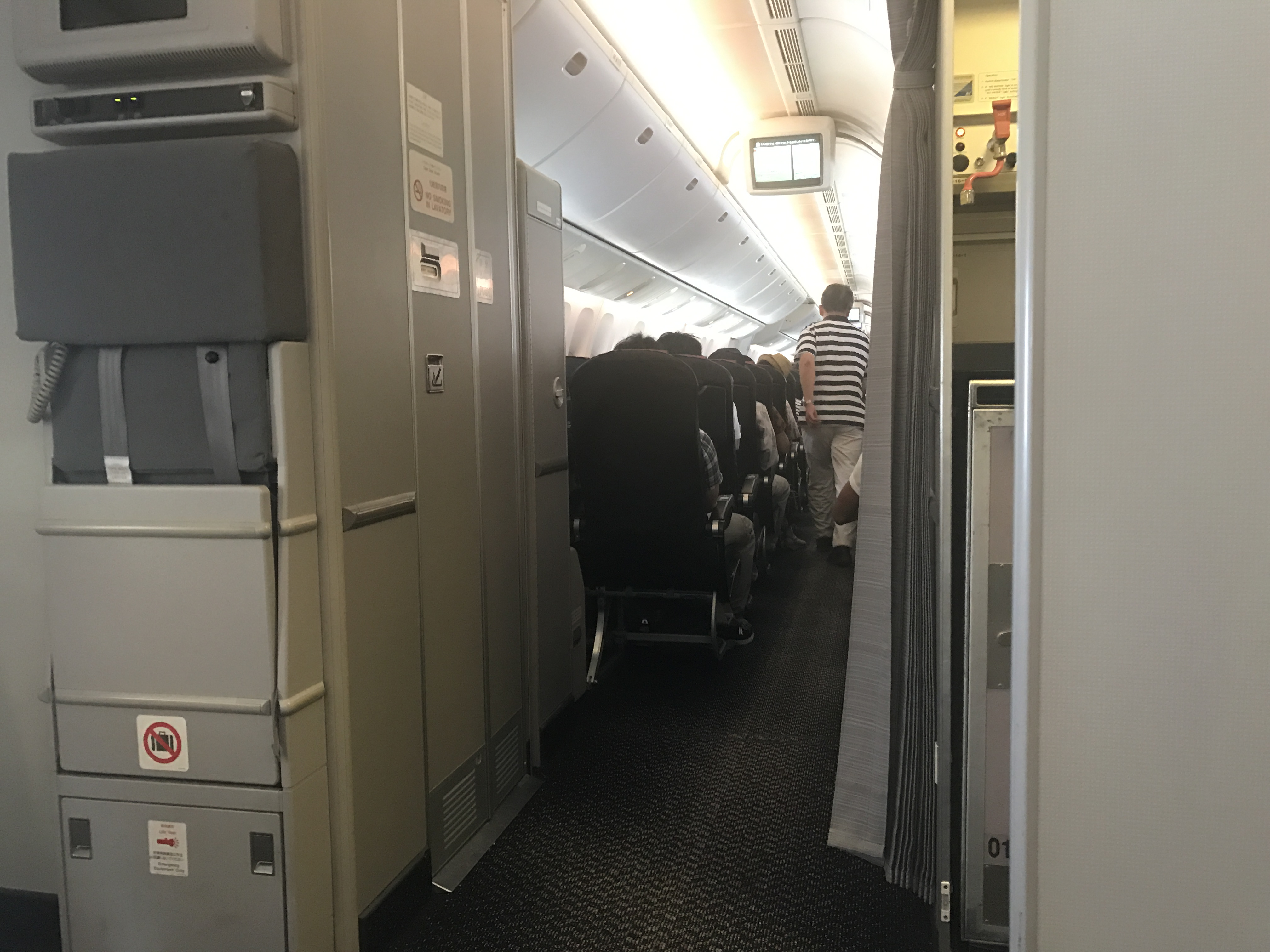 飛行機の中からブログ更新