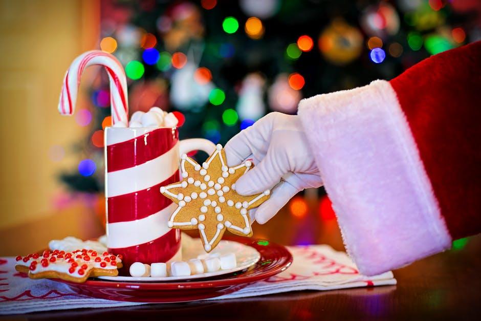 サンタはどこでおもちゃを買ってくるの?