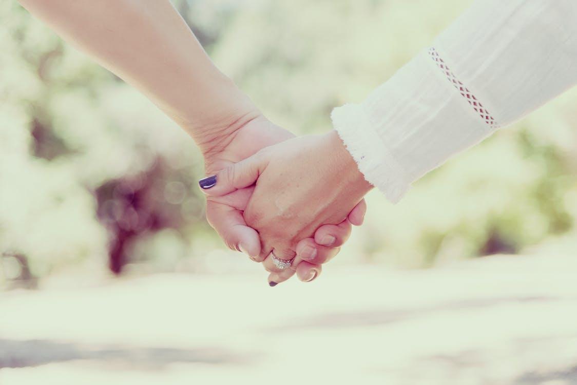 ガッツリ握手第一号!?「初めての彼女できました。」