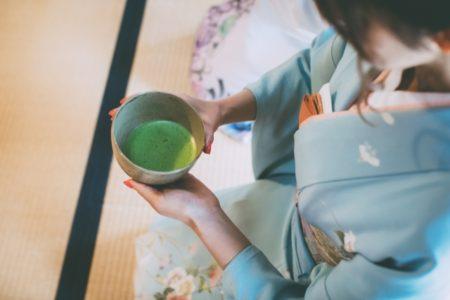 【お豆腐オフ会】着物スタッフがお抹茶を点てます