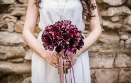 結婚式への憧れか、妬みか。