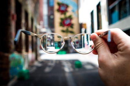 メガネをかけるタイミング